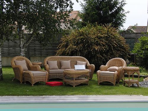 Polyrattanmöbel im Garten