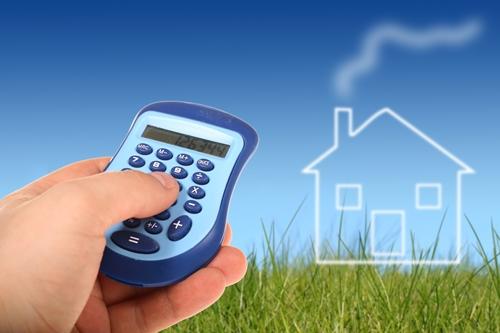 Kalkulation von Umbaumaßnahmen und energetischer Sanierung. Förderung durch die KfW-Bank ist möglich. | Foto. colourbox.com