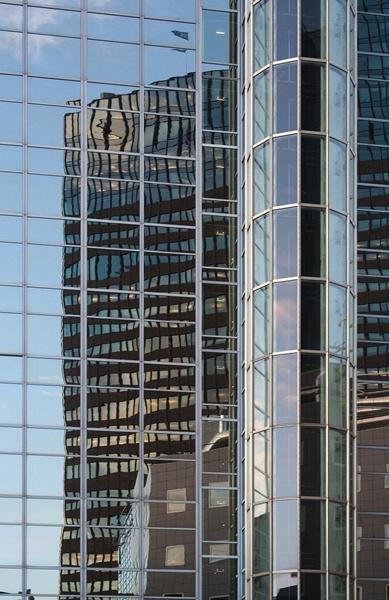 Fenster streifenfrei putzen - Aufgabe für Gebäudereiniger