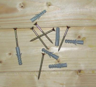 Dübel und Holzschrauben werden für viele Einsatzzwecke gebraucht