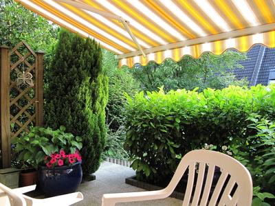 Sonnige Stunden auf der Terrasse genießen Foto: © neurolle - Rolf  / pixelio.de