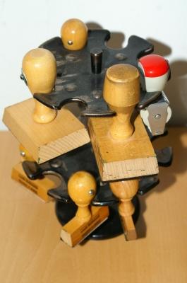 Mit Stempel und Unterschrift Bildquelle: © S. Hofschlaeger / pixelio.de
