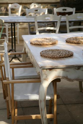 Das landhaus und die besinnung auf traditionelle wohnkultur for Schaukelstuhl rustikal