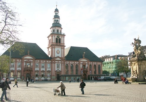 Mannheim Marktplatz mit altem Rathaus und Marktkirche St. Sebastian