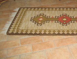 Der Bodenbelag mit Keramik Fliesen ist Pflegeleicht und robust.