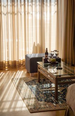 fensterdeco mit gardinen bauen und gestalten. Black Bedroom Furniture Sets. Home Design Ideas