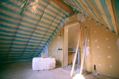 Bild 1: Wärmedämmung unter dem Dach hilft Energie sparen