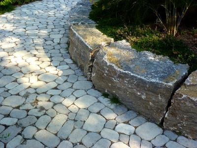 Bild 1: Wegebau mit Natursteinen
