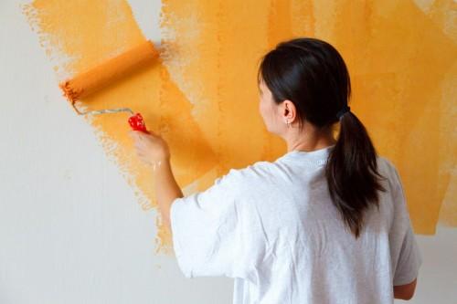 die Wand streichen