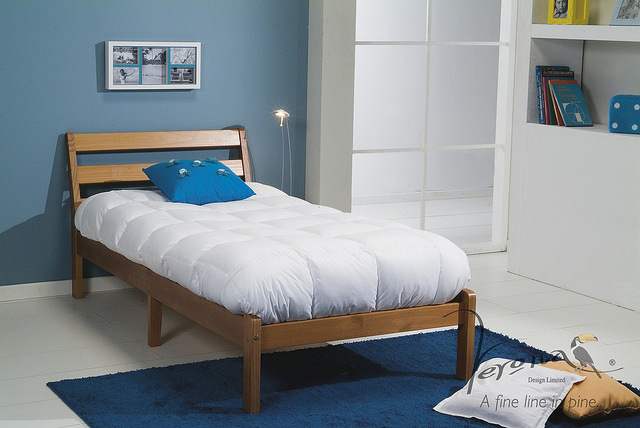 Massivholzbetten – rustikaler Charme im Schlafzimmer für optimale Erholung