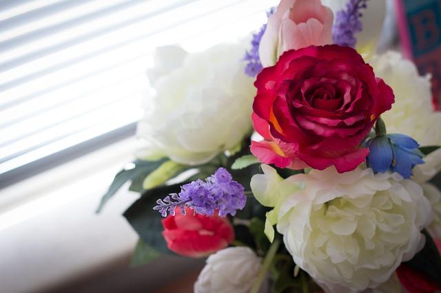 Dekorieren mit Kunstblumen: Wann eignen sich künstliche Blumen besser als echte Pflanzen?