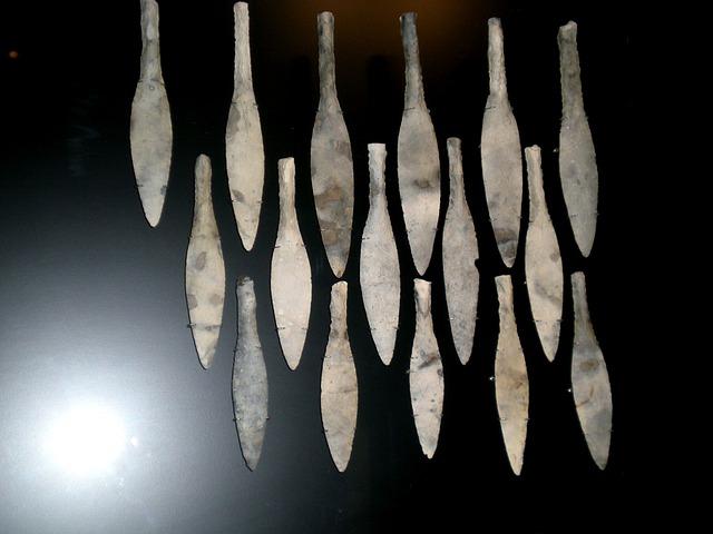 Verschiedene Speerspitzen aus Stein