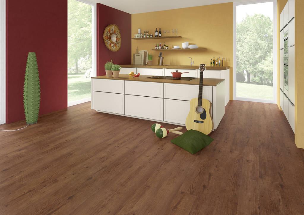 Offene Küche mit Vinylboden